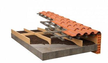 Скатная крыша с гранулированным наполнением между балками